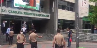 Безработный житель Анкары попытался сжечь себя на глазах у людей