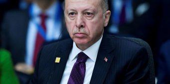 Молодежь недовольна переносом вступительных экзаменов в Турции