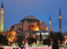 Почти 44% турок считают преобразование собора Святой Софии попыткой отвлечь внимание от экономического кризиса