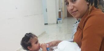 Арестованную женщину с двумя детьми подвергли досмотру с полным раздеванием