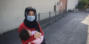 Годовалая Бахар, лишенная грудного молока, не ест, не спит, а постоянно плачет