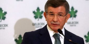 Давутоглу: Турцией управляет крохотная партия – враг мусульманских платков, Ислама и азана