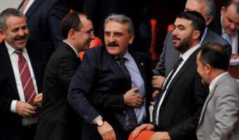 Турецкие парламентарии согласились с поправками в законопроект, не изучив детали