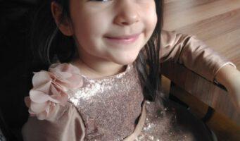 Умирающая от рака мозга маленькая Кюбра не узнала заключенного отца, которому разрешили посетить ее в больнице