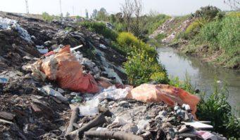 Greenpeace: Турецкие поля иреки захламлены пластиковыми отходами изАнглии иГермании