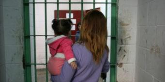 В тюрьмах Турции для младенцев откроют комнаты для ползания и игр