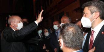 Кортеж Эрдогана освистали в Ризе: Мы народ, мы победим!