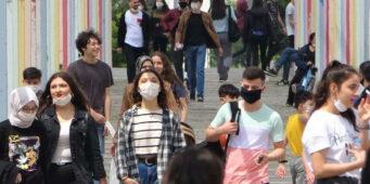 Каждому четвертому молодому человеку в Турции денег хватает лишь на проезд